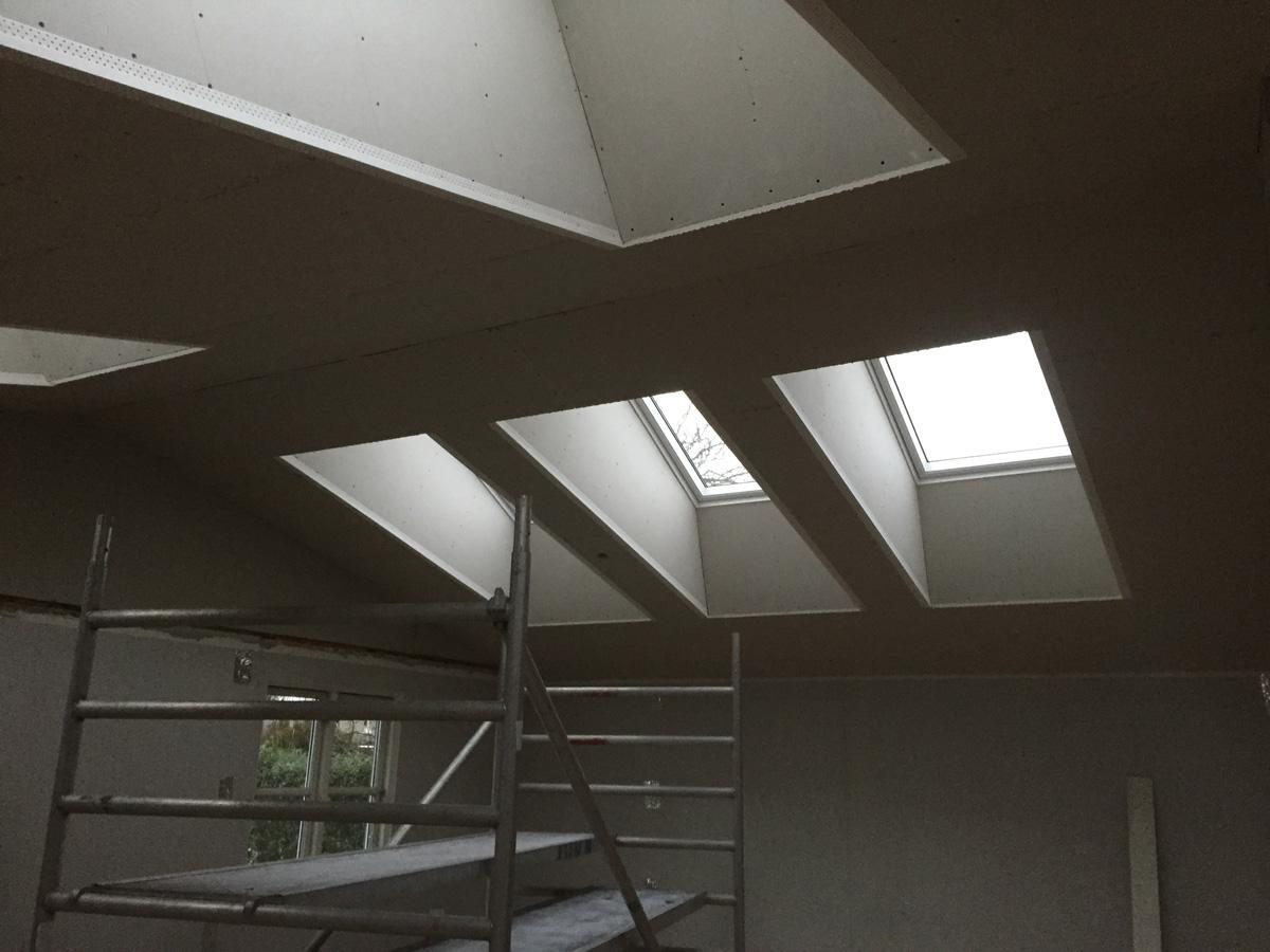 Højt til loftet, ovenlys vinduer og masser af lys i Albertslund